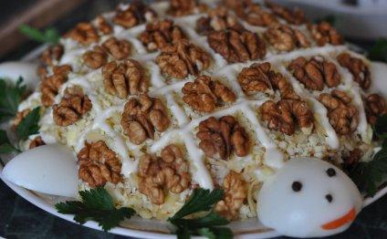 Рецепт - Салат Черепаха с курицей и грецкими орехами